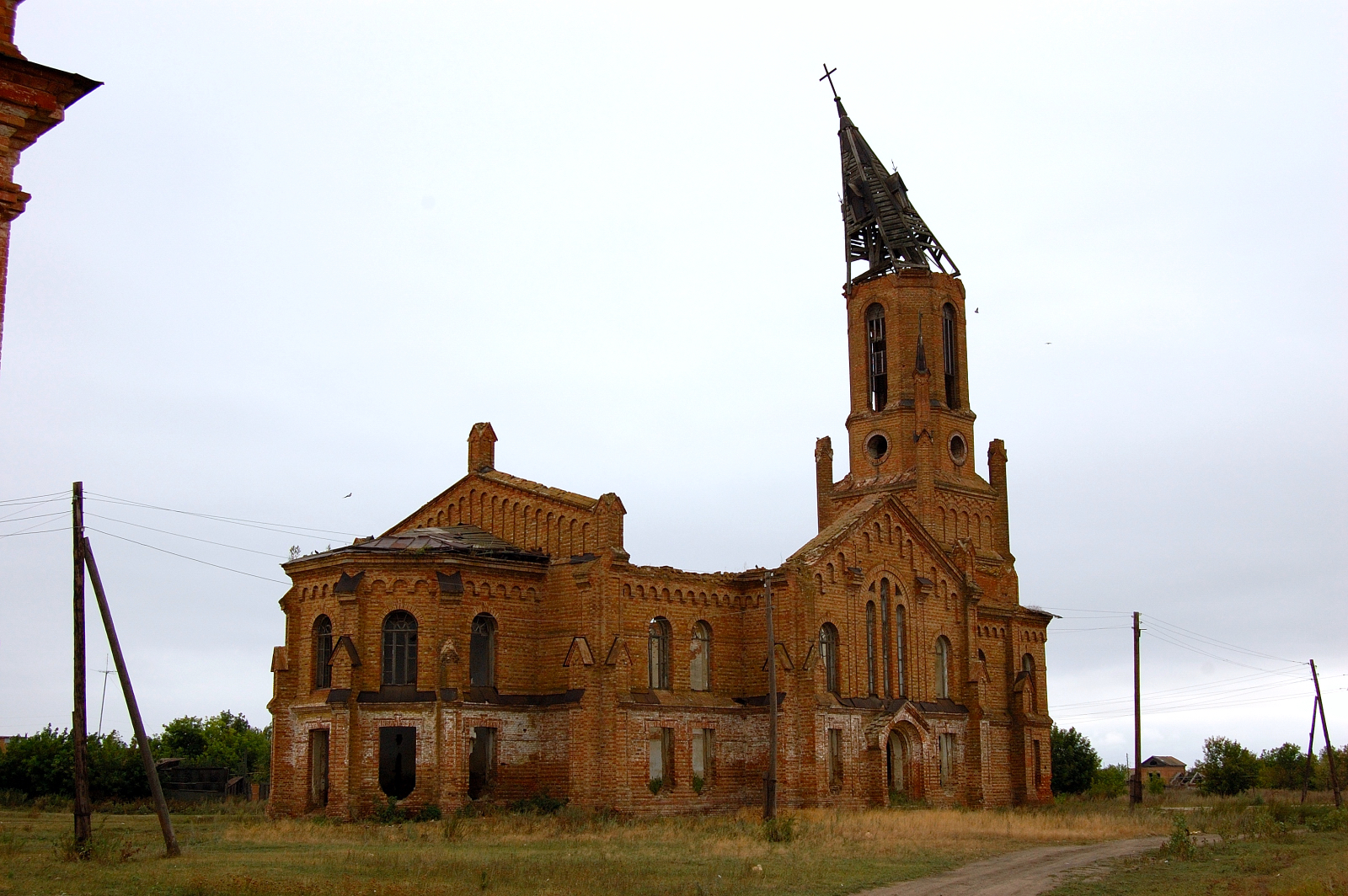 The ruins of the magnificent church in Messer. Source: Steve Schreiber (2006).