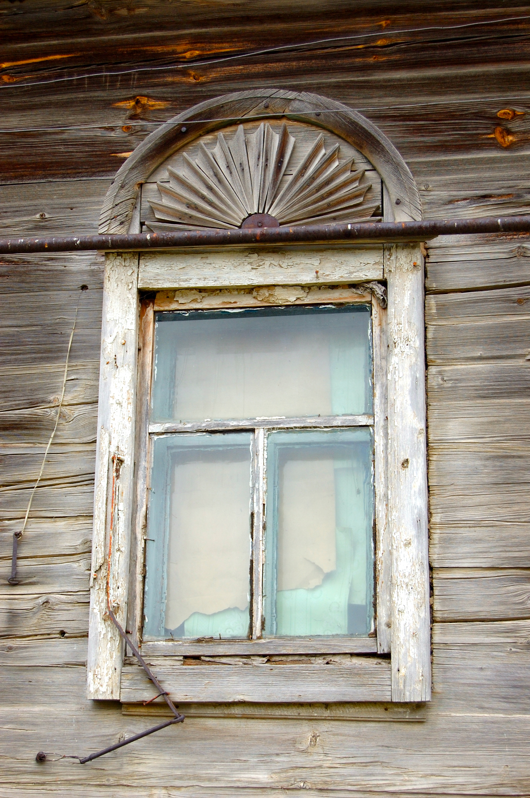 Window in Grimm. Courtesy of Steve Schreiber (2006).