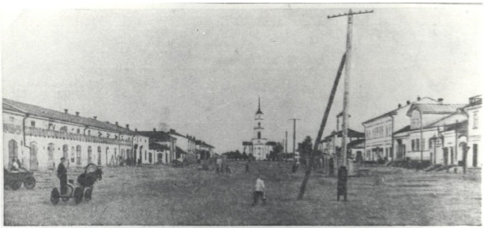 """Soviet Square"" in Katharinenstadt looking toward the Lutheran Church (1928). Source: wolgaheimat.net"